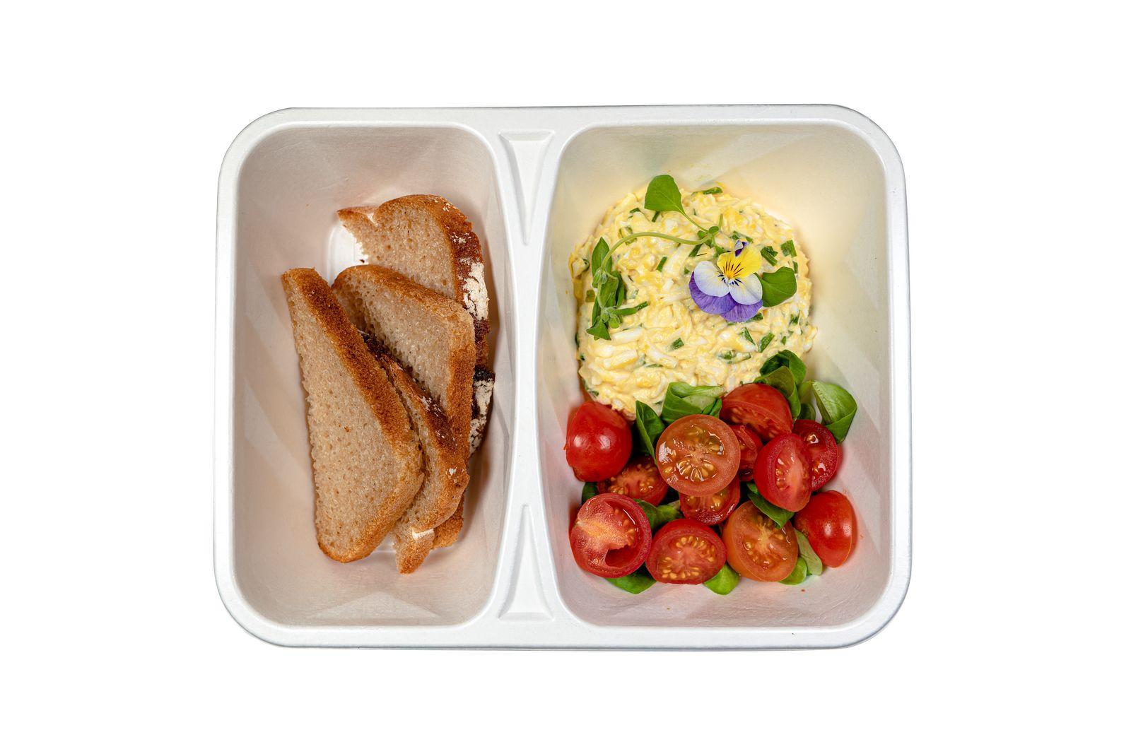 Dieta BeFit - pasta jajeczna z pomidorkami i pieczywem.jpg